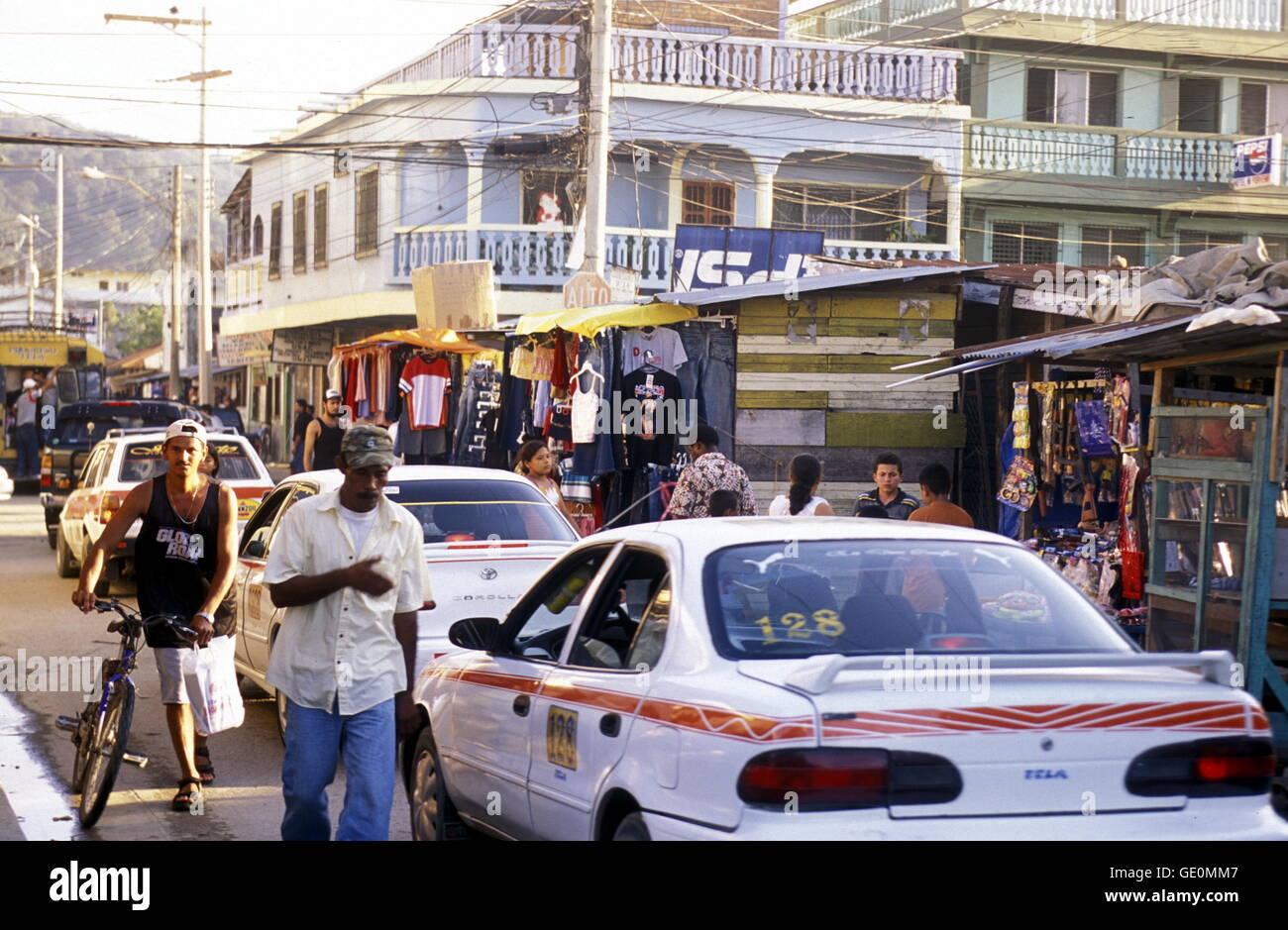 La ciudad de Tela, cerca de San Pedro Sula en el mar caribian en Honduras en América Central, Imagen De Stock