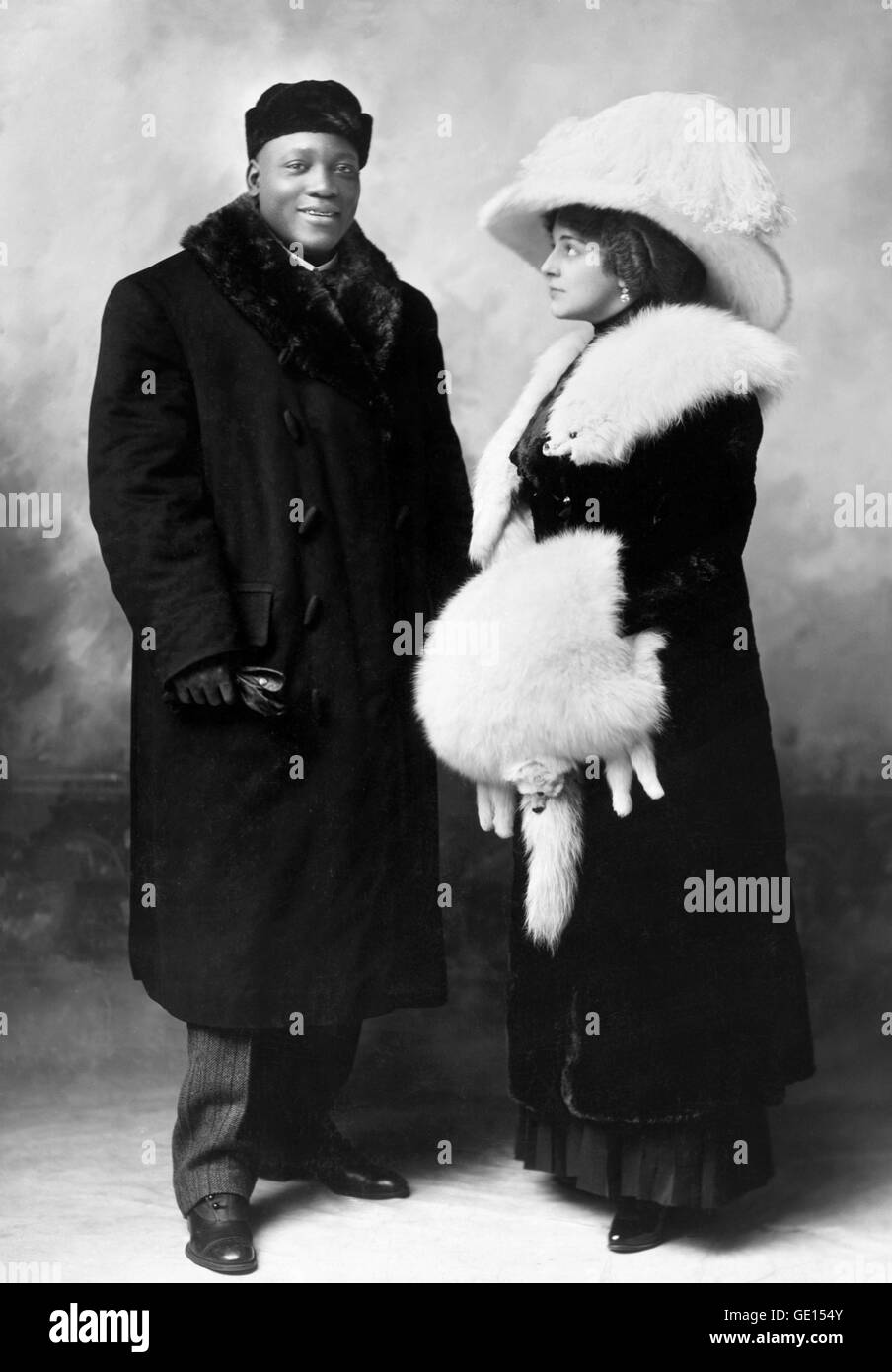 Jack Johnson, boxeador de peso pesado. Retrato de Juan Arthur 'Jack' Johnson (1878-1946), con su esposa Imagen De Stock