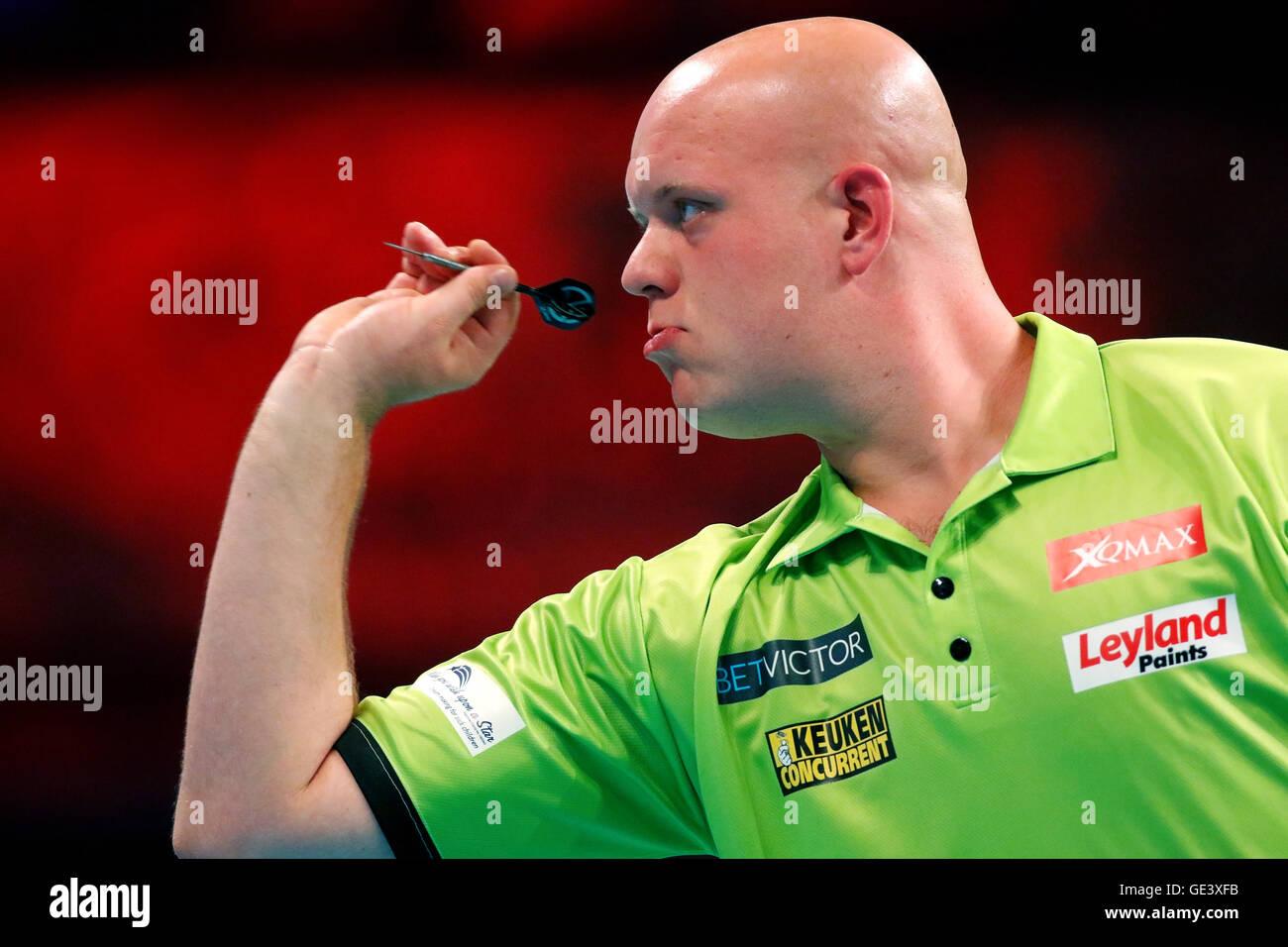 Empress Ballroom, Blackpool, Reino Unido. 23 de julio de 2016. BetVictor World Matchplay dardos. Michael van Gerwen Imagen De Stock