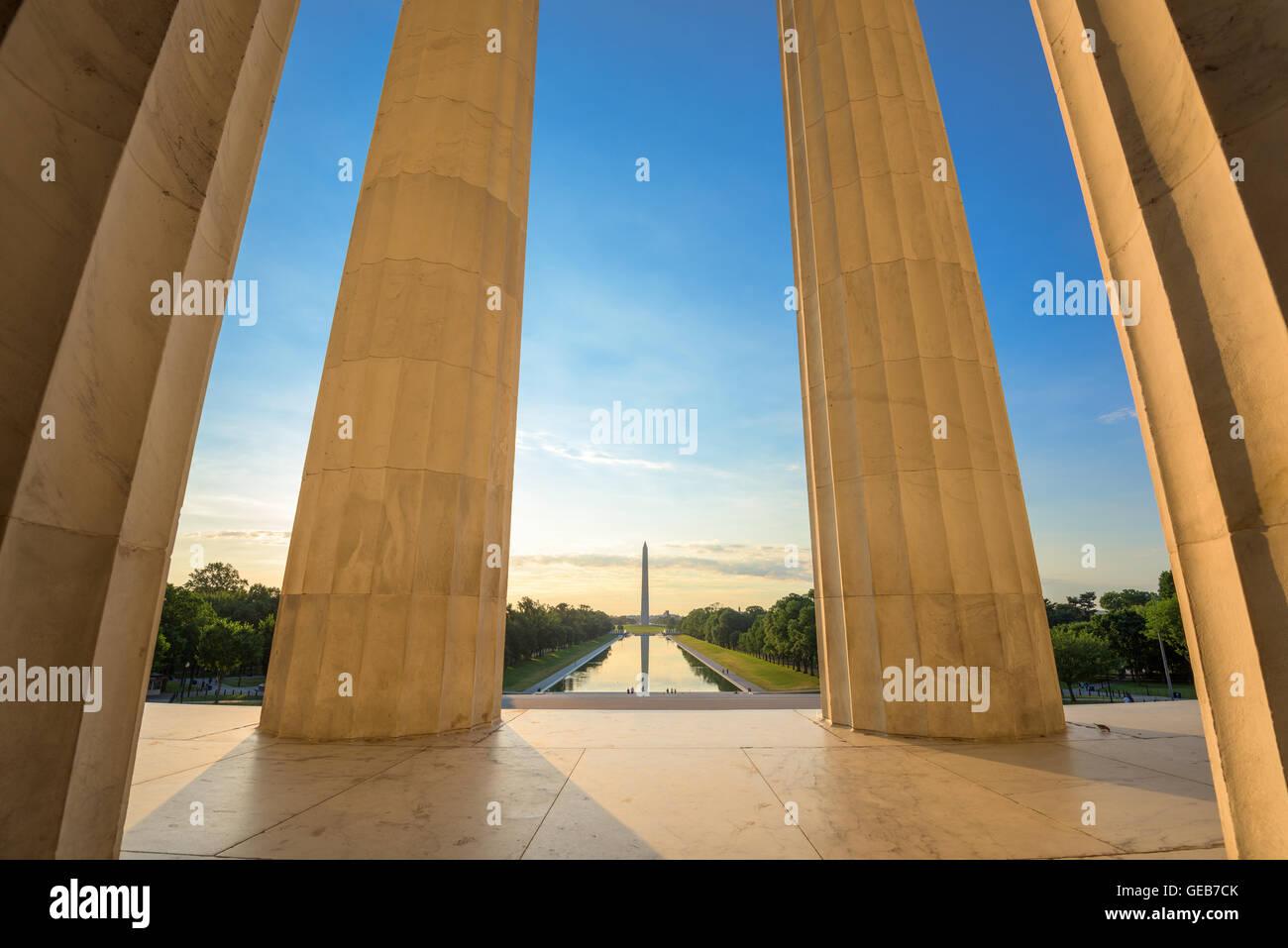 Washington DC a la piscina reflectante y visto desde el Monumento a Washington, el Lincoln Memorial. Imagen De Stock