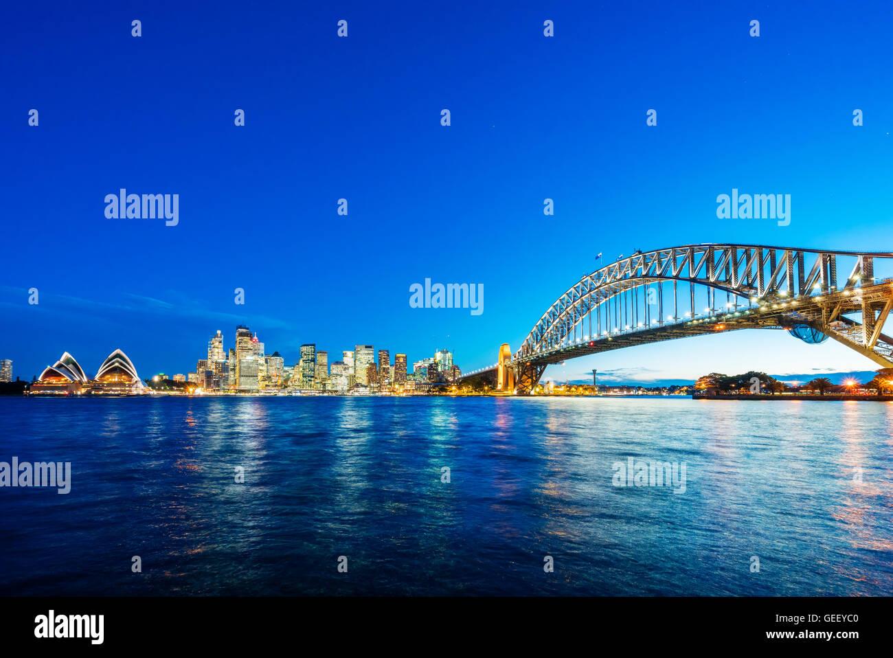 El centro de Sydney y el Puente del Puerto Foto de stock