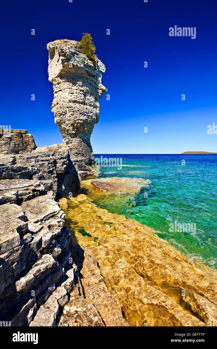 Geografía,viajes,Ontario,Canadá,Tobermory,el mar a lo largo de la pila shoreline maceta Isla en Fathom cinco Parque Foto de stock