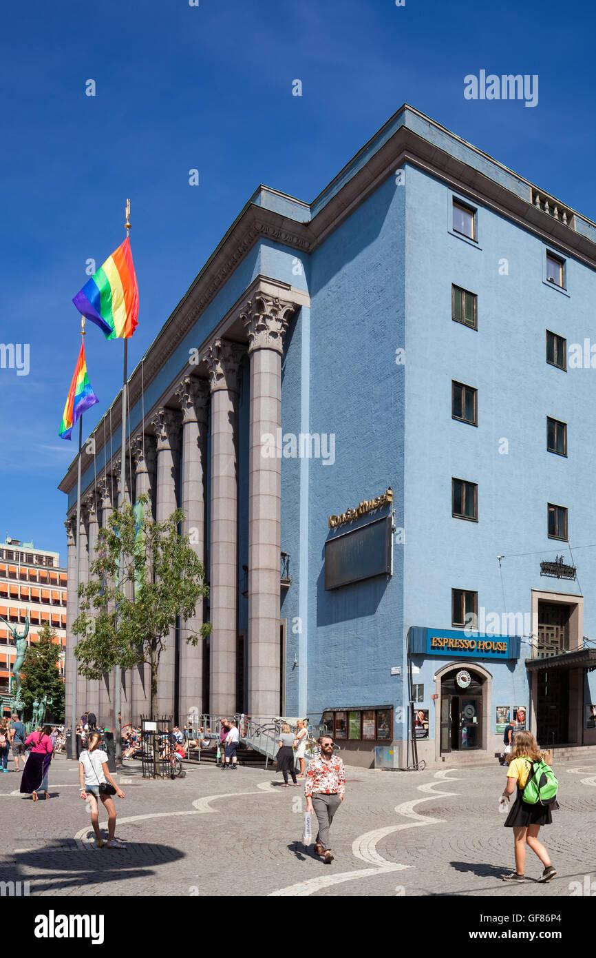 Estocolmo, Suecia - 29 Jul, 2016 : Concert Hall de Estocolmo Estocolmo con orgullo las banderas, celebrando la Semana Imagen De Stock