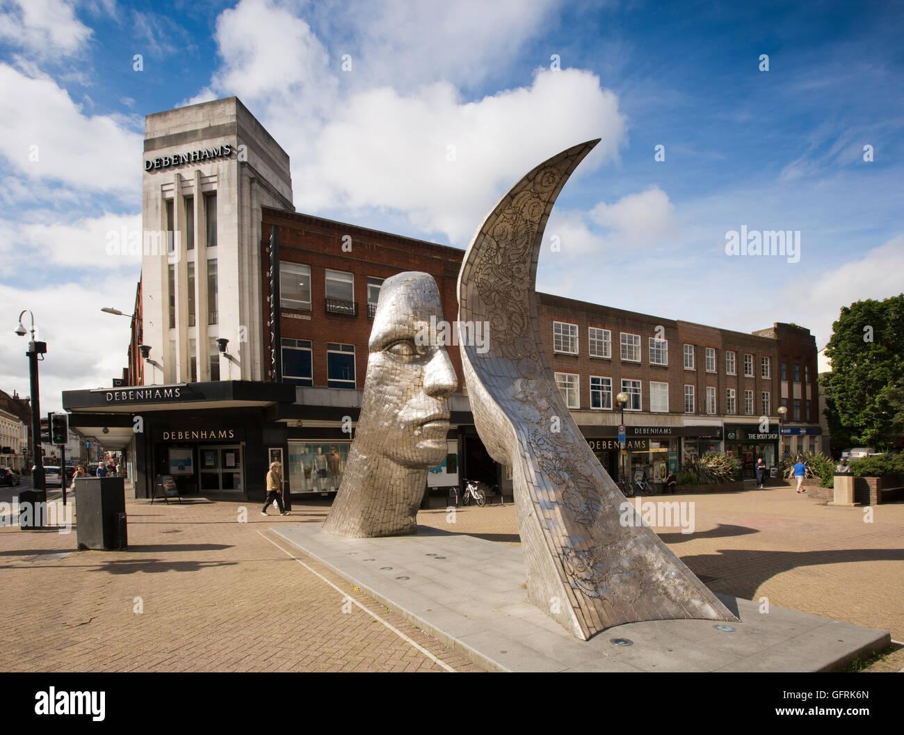 Reino Unido, Inglaterra, Bedfordshire, Bedford, Reflexiones de Bedford, escultura fuera de Debenhams Foto de stock