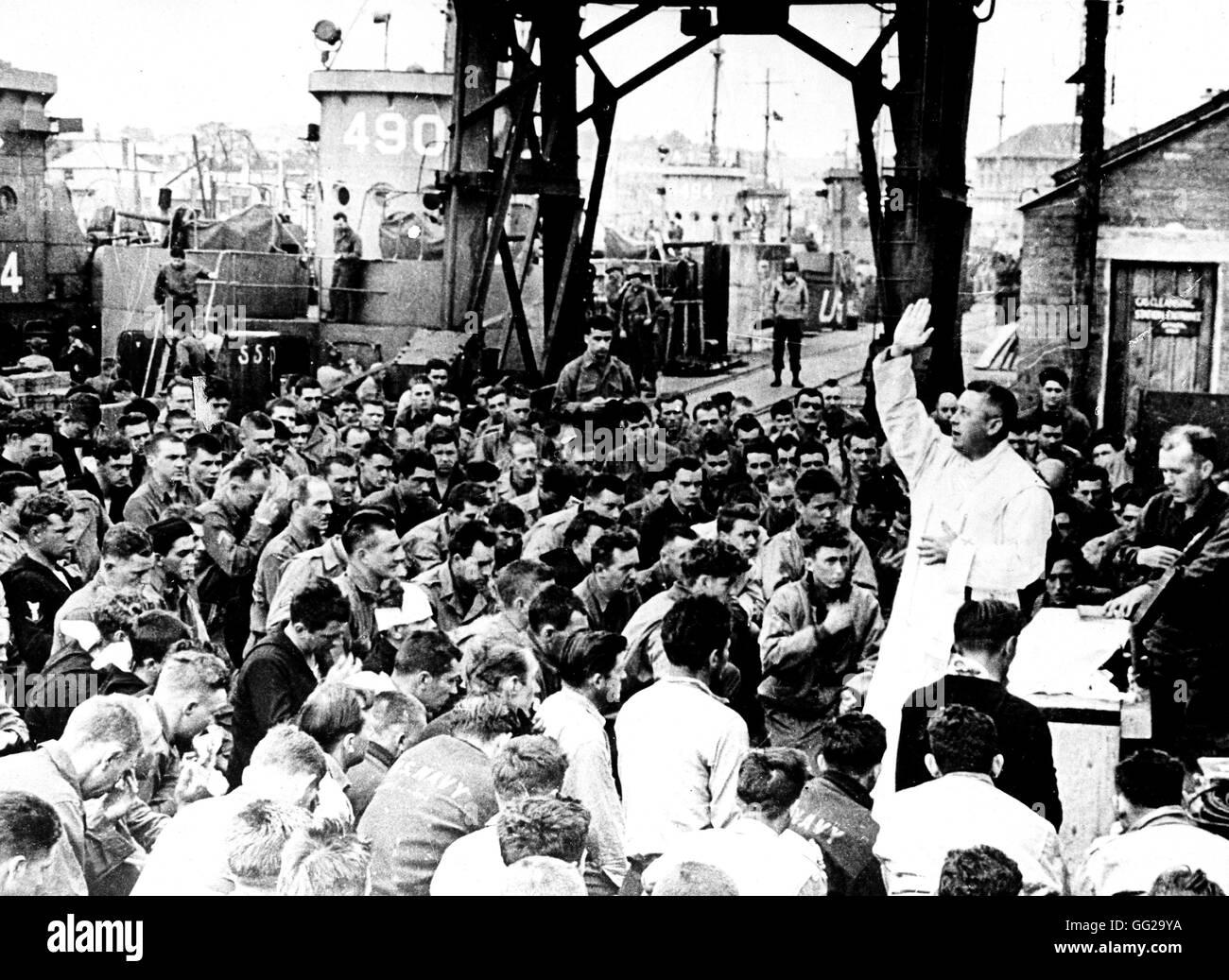 Liberación De Francia La Celebración De Una Misa Antes Del Desembarco En Normandía Francia El 6 De Junio De 1944 Francia Segunda Guerra Mundial La Guerra De Los Archivos Nacionales En Washington