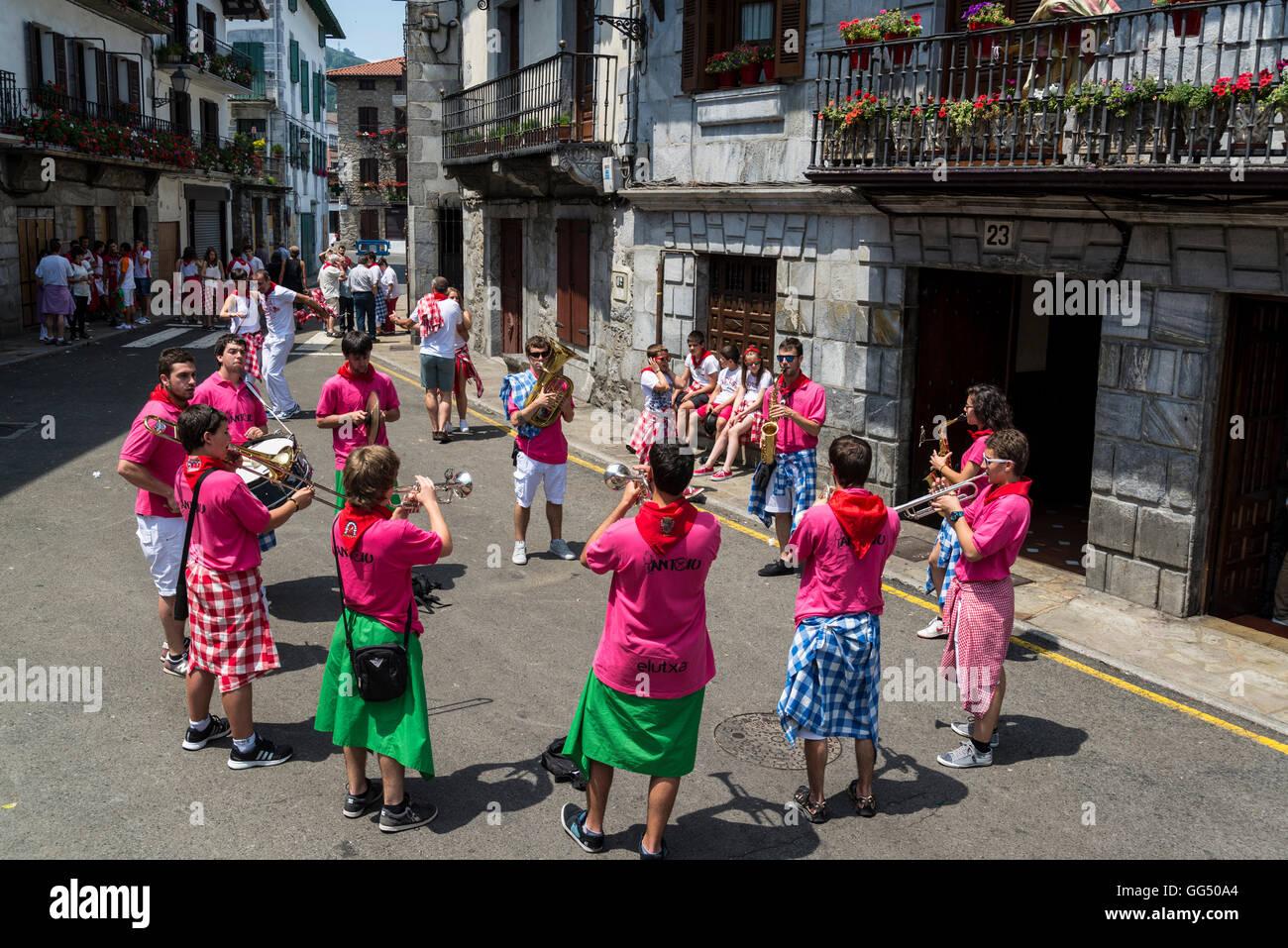 Las celebraciones tradicionales en la calle, Lesaka, Navarra, Norte de España Imagen De Stock