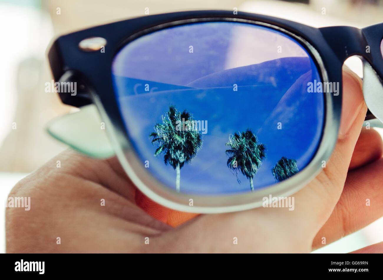 fcacdca3b8 Reflexión Sueños Gafas De Viajero Sol Sobre Concepto Foto Nn8Ov0ymwP