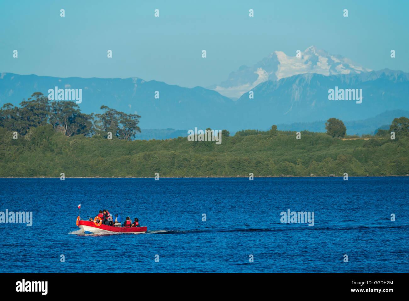 América del Sur, Chile, Lake District, Patagonia, Puerto Varas, el Lago Llanquihue, barco, lago Foto de stock