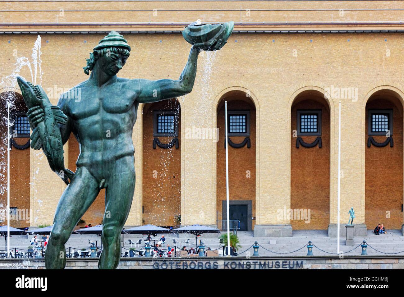 Estatua de Poseidón de Carl Milles enfrente del Museo de Arte de Gotemburgo, Suecia Imagen De Stock
