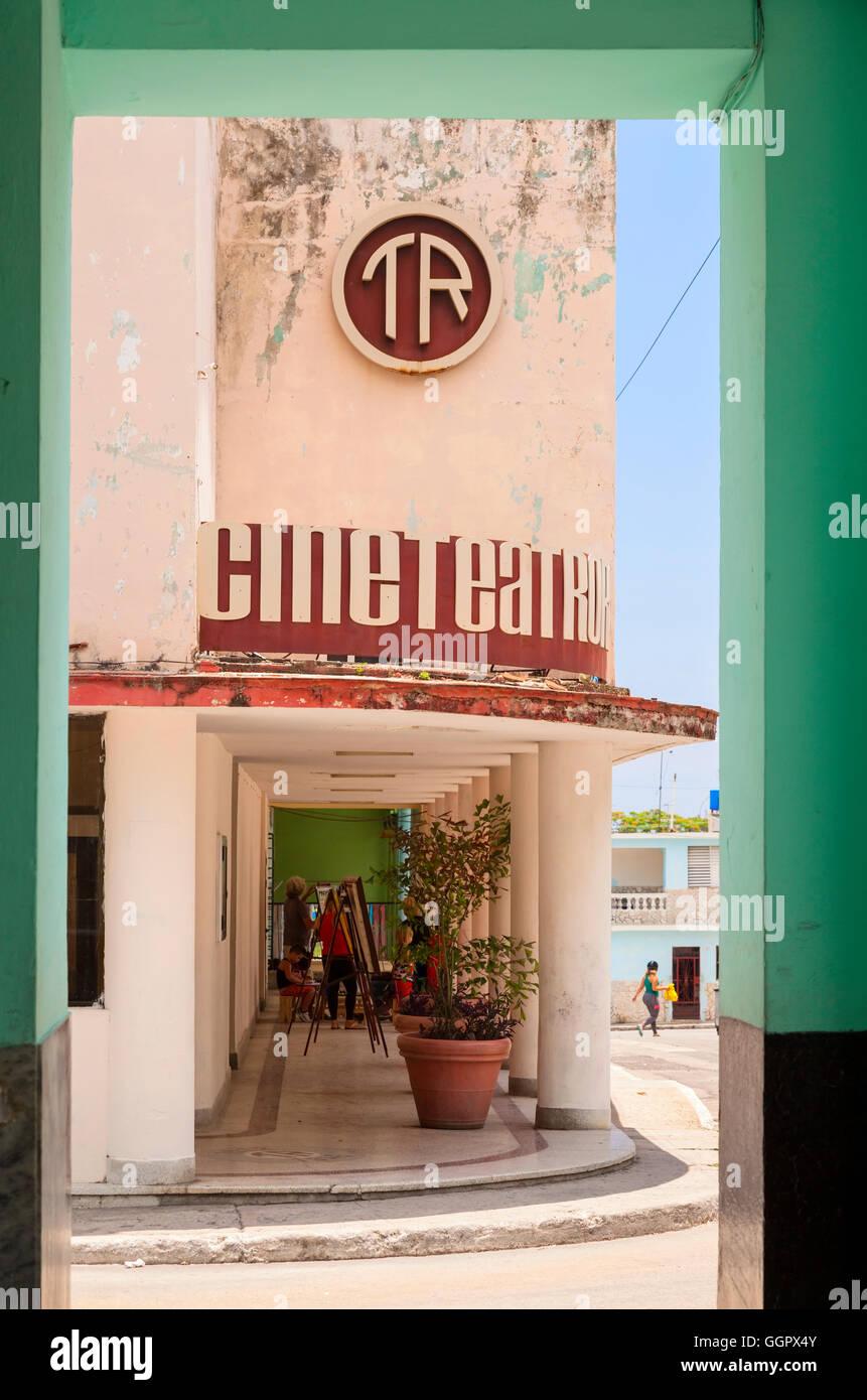 El Cine Teatro (CINE) En Regla, La Habana, Cuba. Imagen De Stock