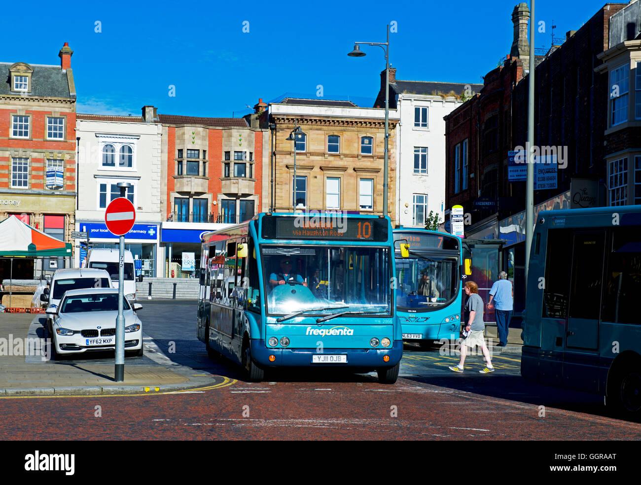 Los autobuses en Darlington, County Durham, Inglaterra Imagen De Stock