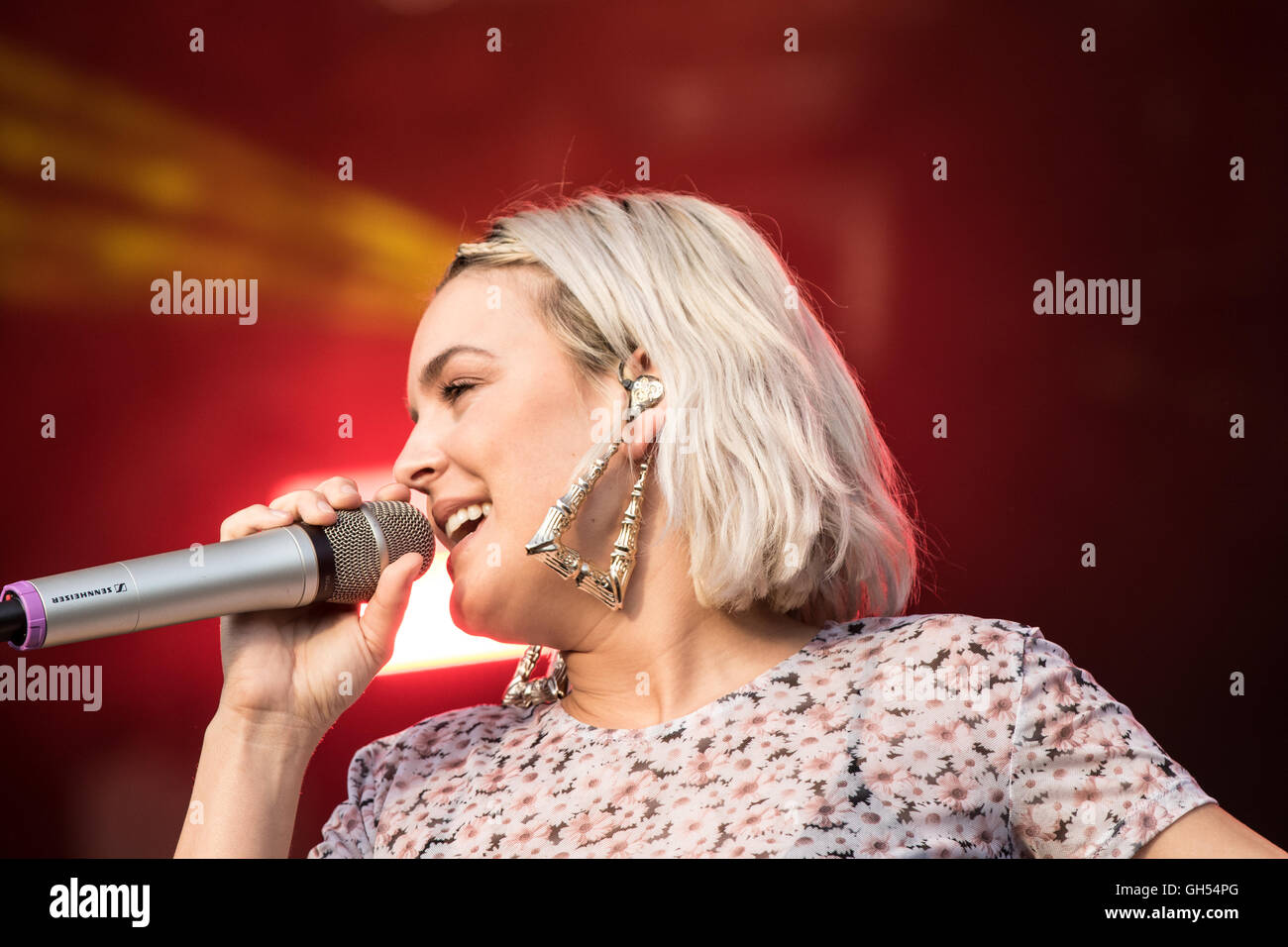 Anne-Marie on stage en Camp Bestival en Dorset, julio de 2016 Imagen De Stock