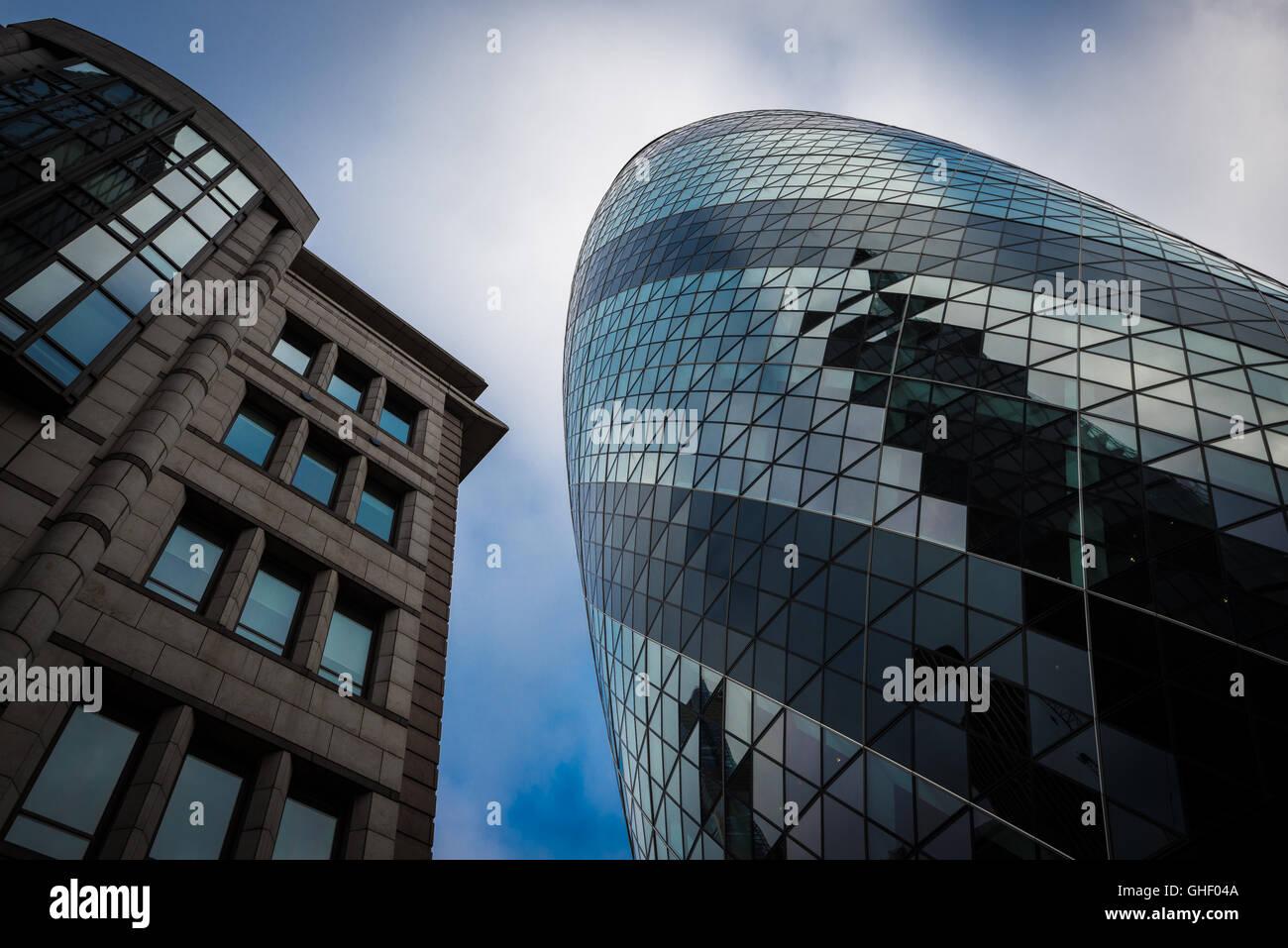 El pepinillo edificio de oficinas, de la ciudad de Londres, Reino Unido Imagen De Stock