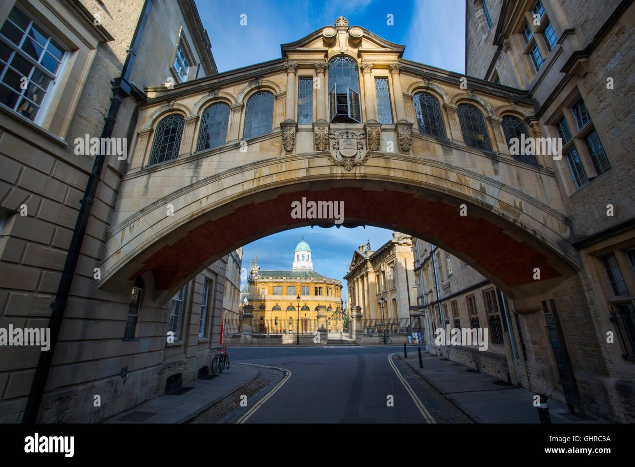 """""""Puente de los suspiros"""", pasaje que une dos edificios de Hertford College en New College Lane, Oxford, Imagen De Stock"""