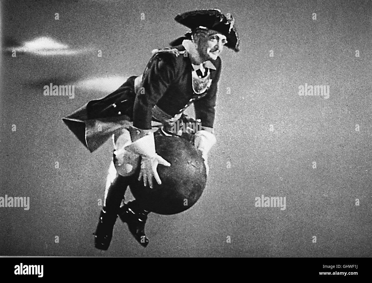 MÜNCHHAUSEN D 1943 - Josef von Bakú HANS ALBERS en einer cerquero größten Rollen, als Lügenbaron Münchhausen. Foto: Münchhausen reitet auf einer Kanonenkugel in eine türkische Festung. Regie: Josef von Bakú Foto de stock