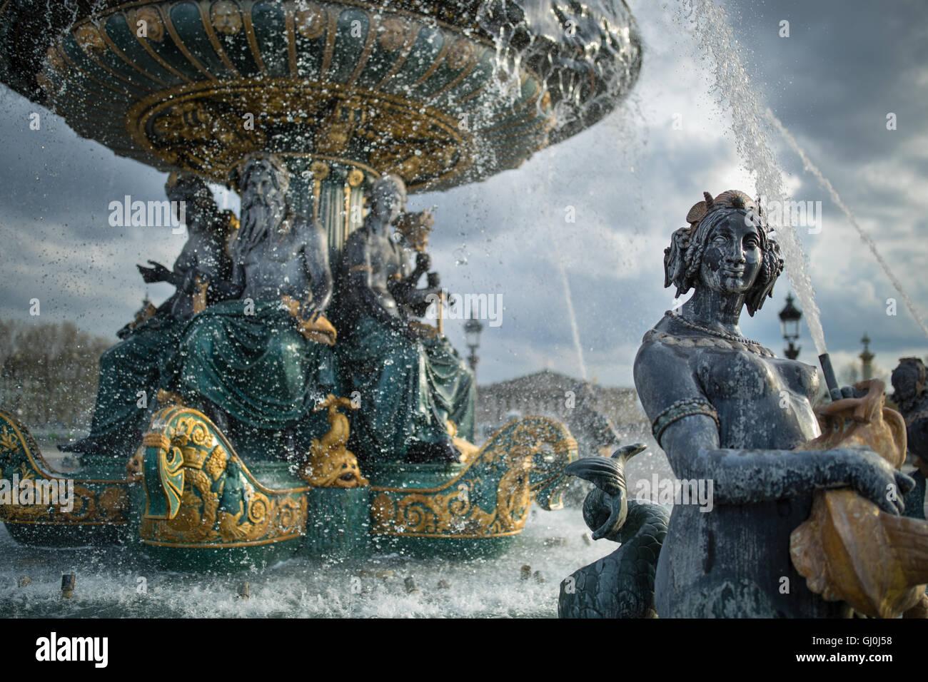 Las fuentes en la Place de la Concorde, París, Francia Imagen De Stock