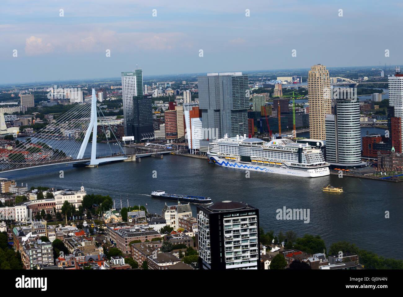 Vista de la ciudad de Rótterdam, visto desde la cima de la torre Euromast torre de observación. Imagen De Stock