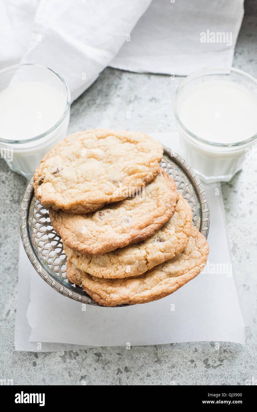 Las galletas con trocitos de chocolate con leche Imagen De Stock