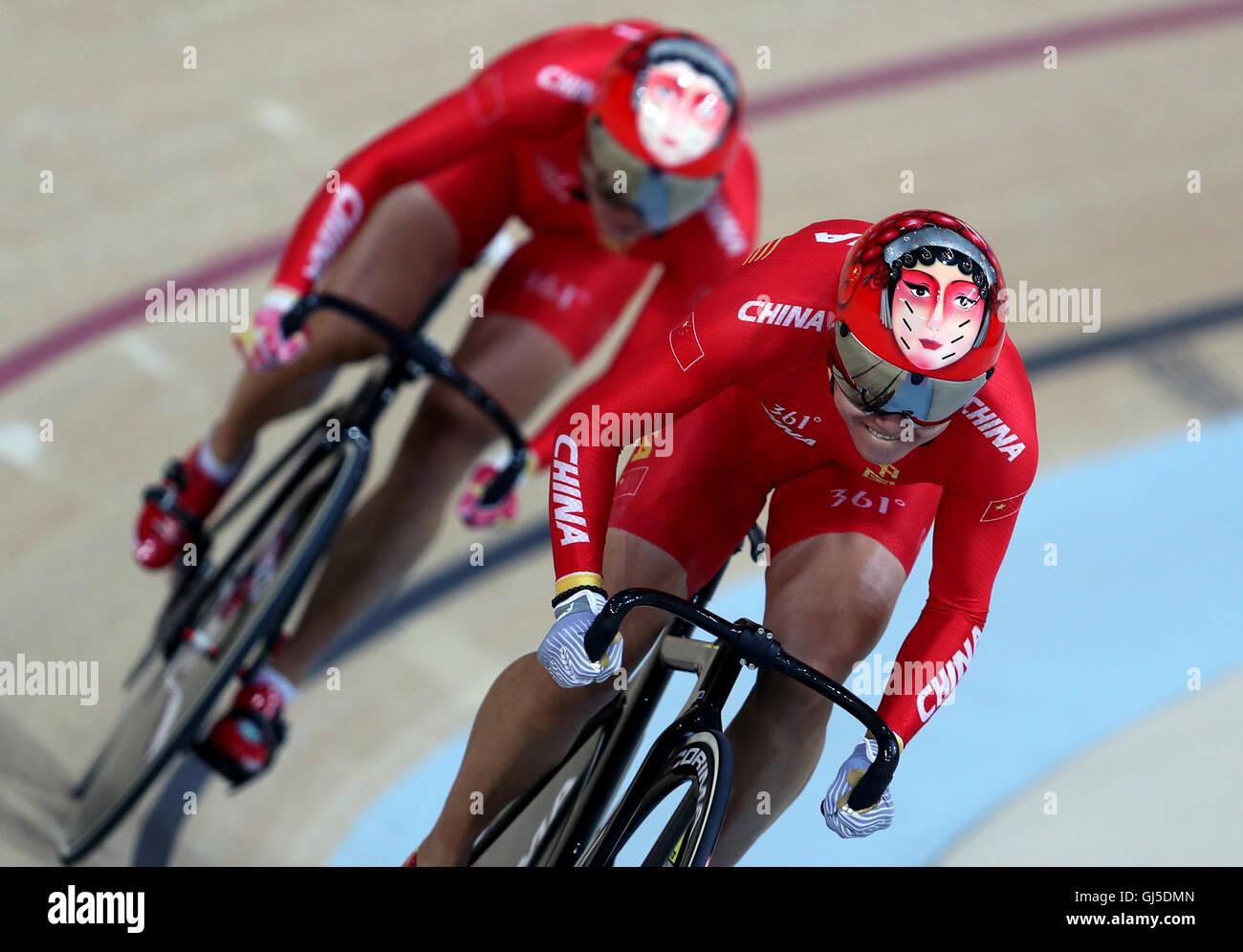 China Gong Tianshi Jinjie y Zhong deporte coloridos cascos durante el equipo femenino de Sprint en el séptimo Imagen De Stock