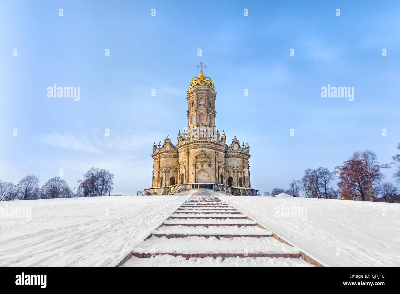 Iglesia de Znamenskaya Dubrovici en invierno, la región de Moscú, Rusia Imagen De Stock