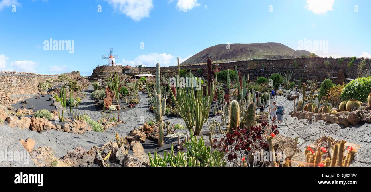 Visita del Jardín de Cactus de Lanzarote, panorama Imagen De Stock