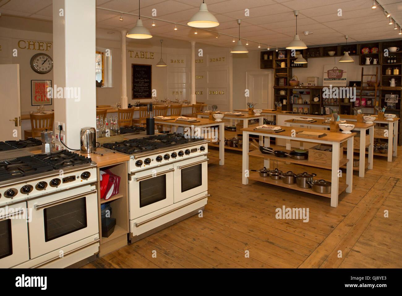 Famoso Crema Agitador Cocinas Reino Unido Fotos - Ideas Del Gabinete ...