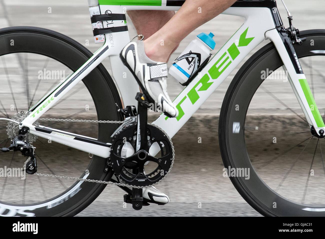 Una Fibra De Carbono Ligera Bicicleta De Carreras Carrera Ciclista Ciclismo Cannondale Boardman Especializados Trek 105 870 Solan Pinarello Bianchi Planeta X Ribble Bicicletas Fotografía De Stock Alamy