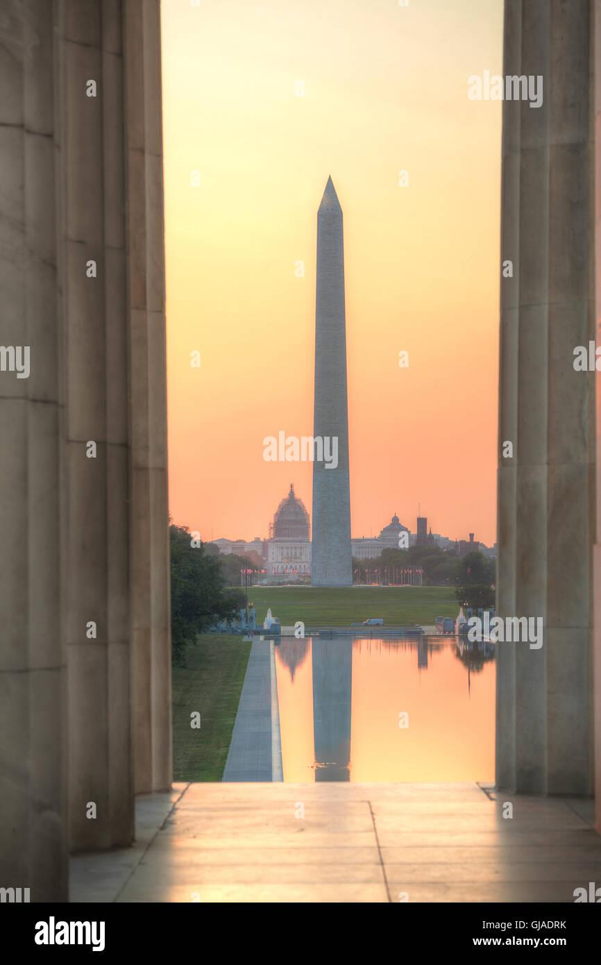 Monumento de Washington en Washington, DC en la mañana Imagen De Stock