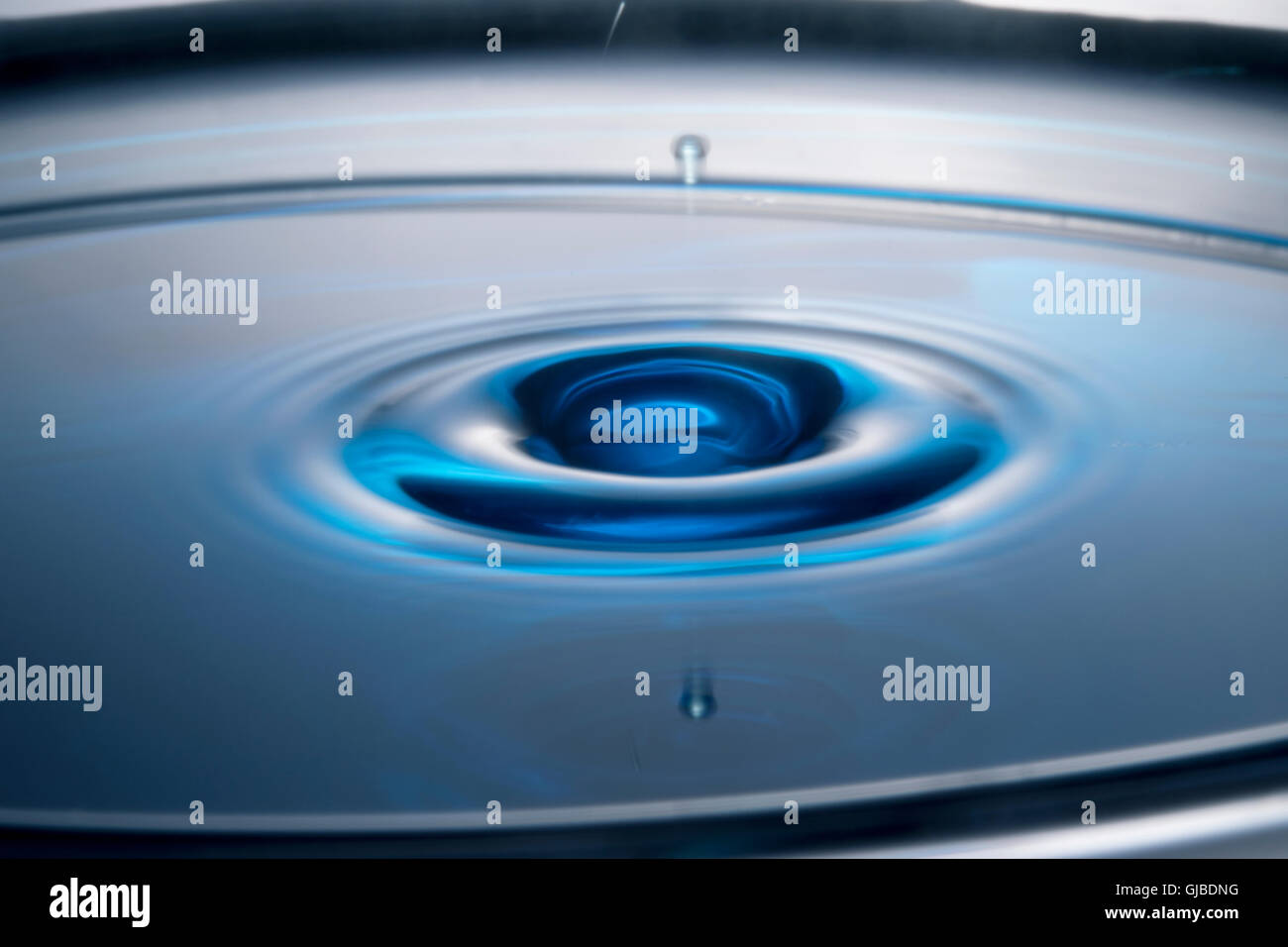 Gota de agua y rizado Imagen De Stock