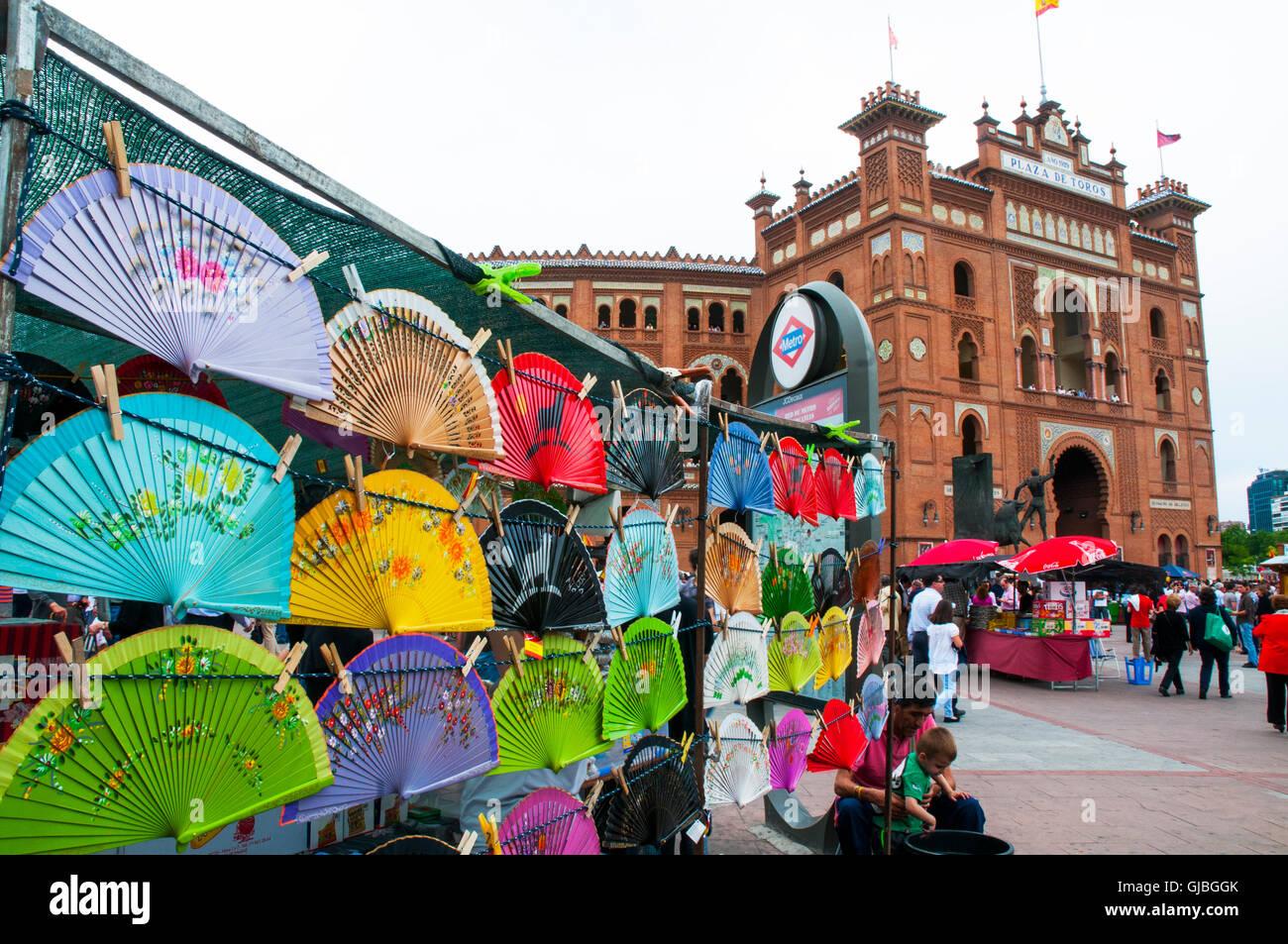 b4ffcf039 Stand con recuerdos de España y la Plaza de Toros de Las Ventas. Madrid