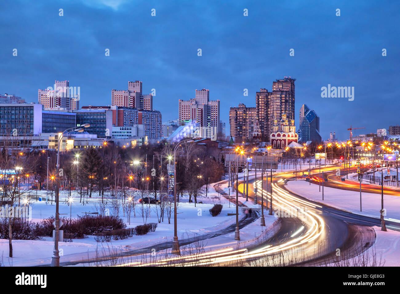 Distrito Troparevo en la noche de invierno, Moscú, Rusia Imagen De Stock