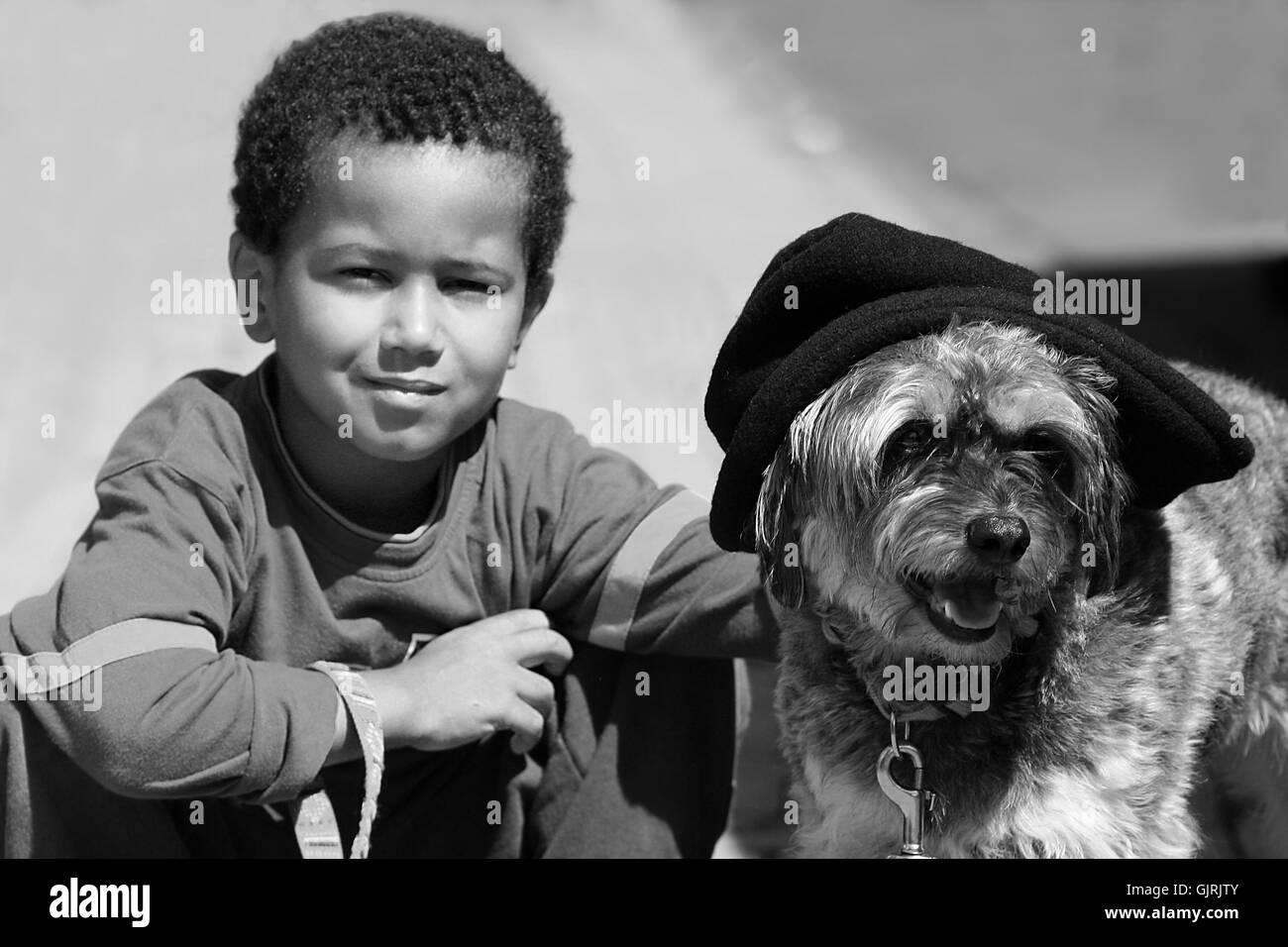Amistad crouch perro Imagen De Stock