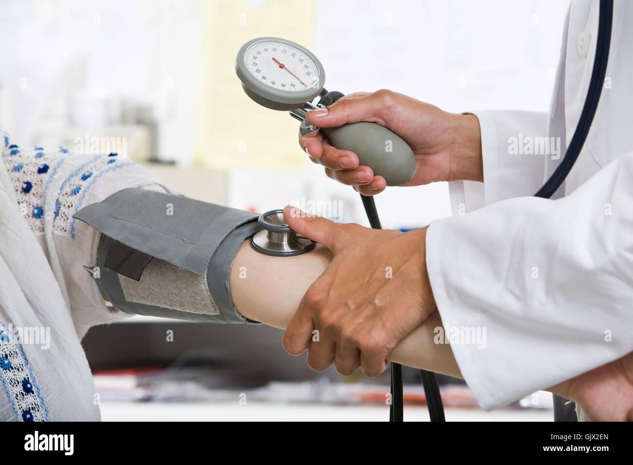 Medición de la presión arterial Imagen De Stock
