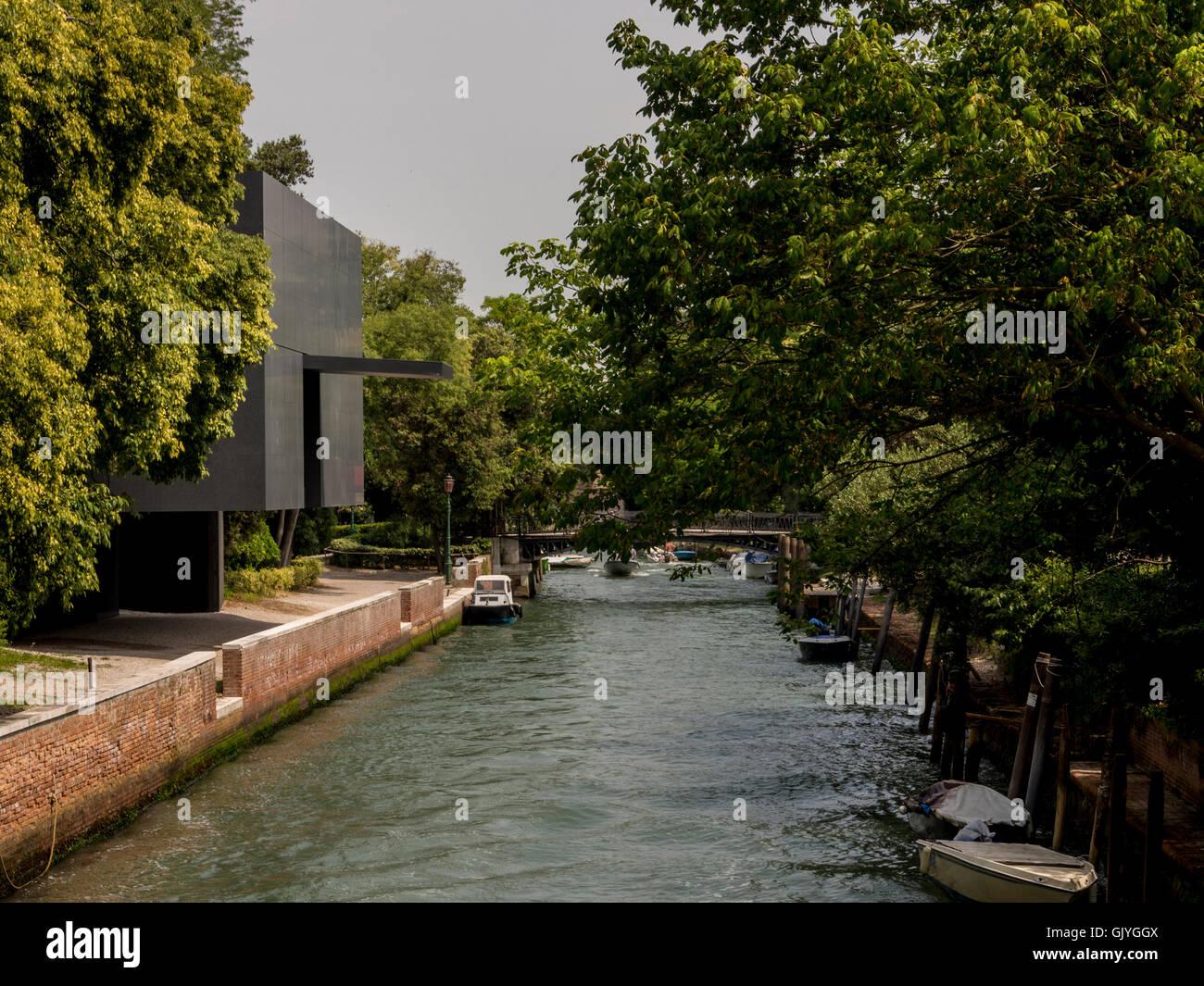 Australia pabellón con vistas a Rio dei Giardini canal, Giardini della Biennale. Una exposición de arquitectura Imagen De Stock