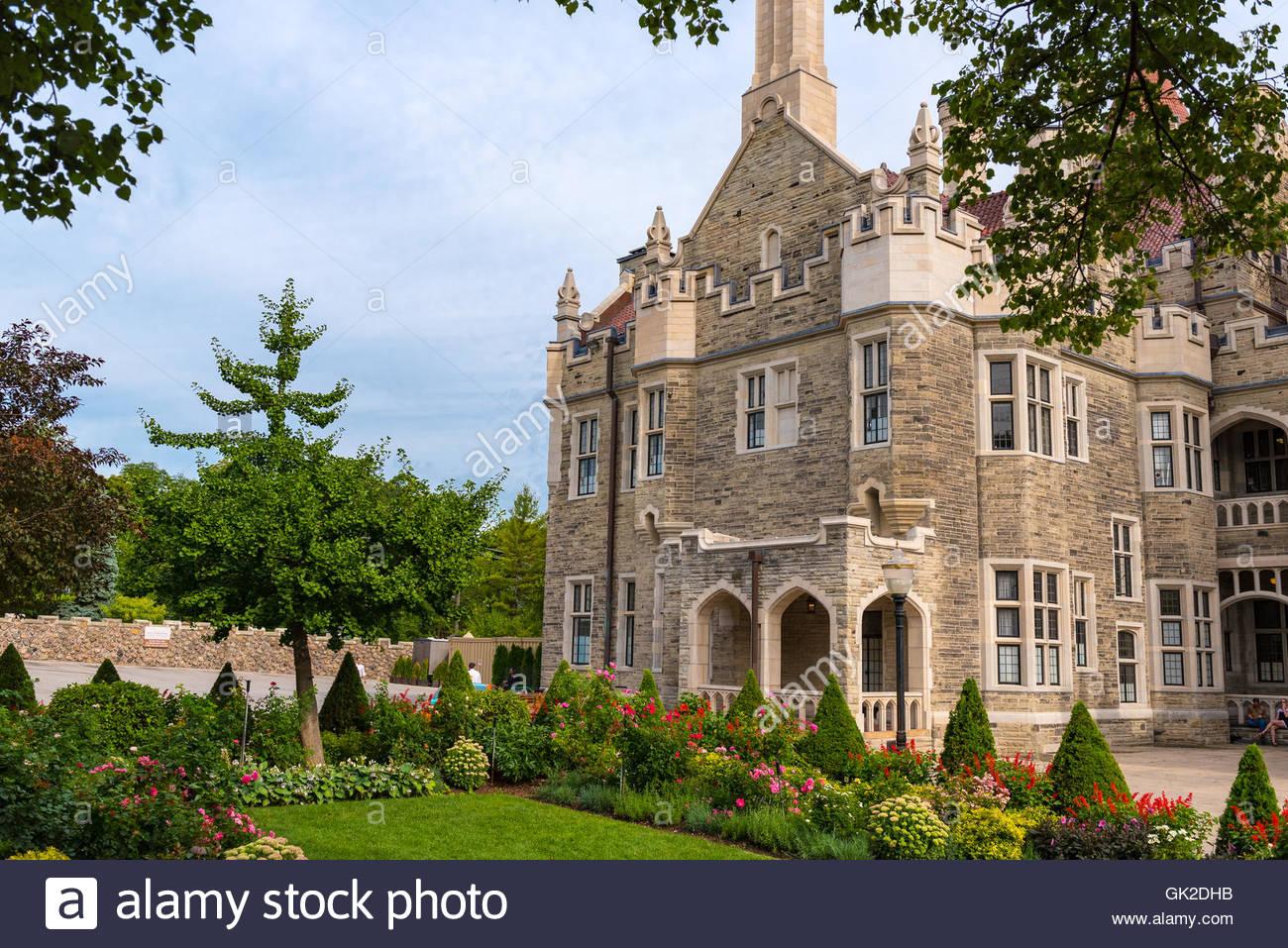 Casa Loma: Vintage hermoso castillo arquitectura diseño exterior. La mansión es uno de los monumentos Imagen De Stock