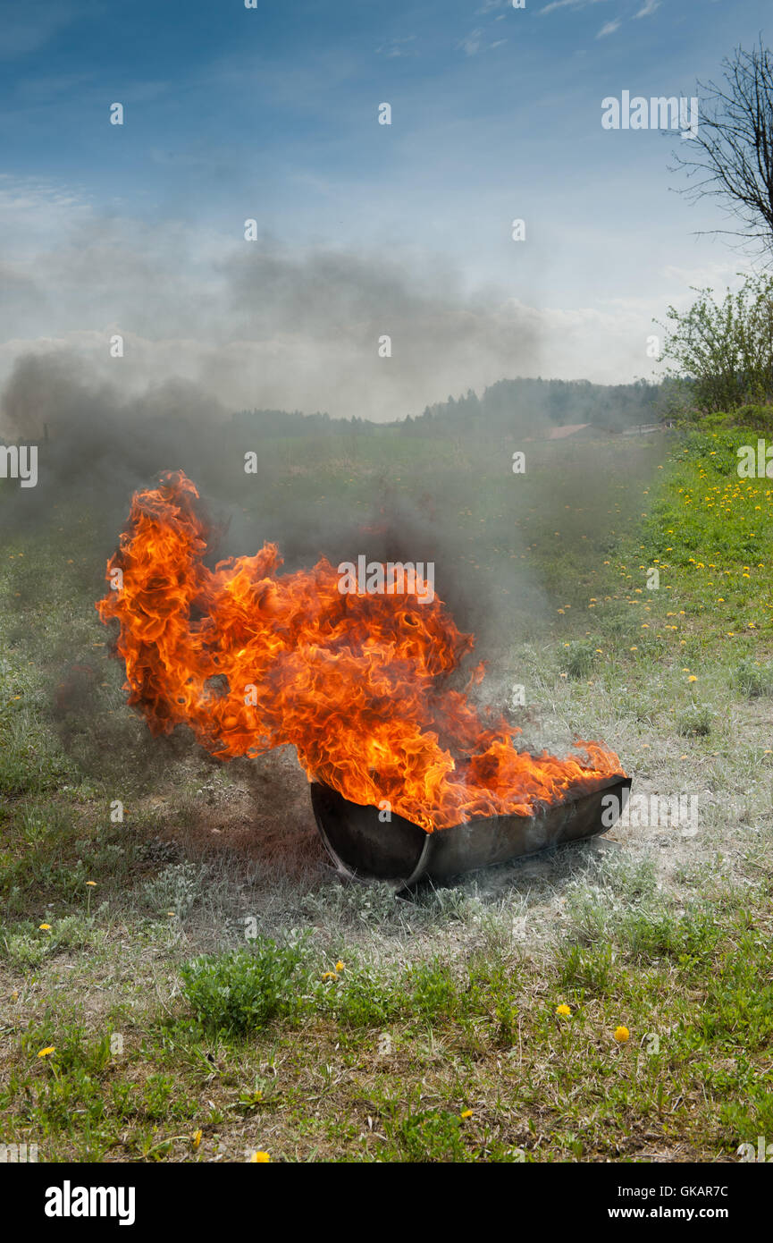 Bomberos capacitación con baño de enfriamiento Imagen De Stock