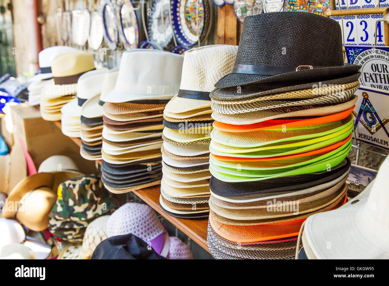 3f8b1a10a8f52 Los sombreros Panamá artesanales para la venta. Sombreros de Panamá para  venta en un puesto