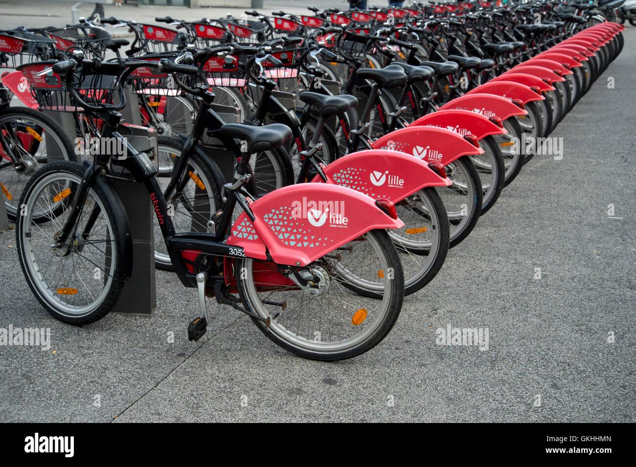 Francia, Lille. Bicicletas para alquilar. Imagen De Stock
