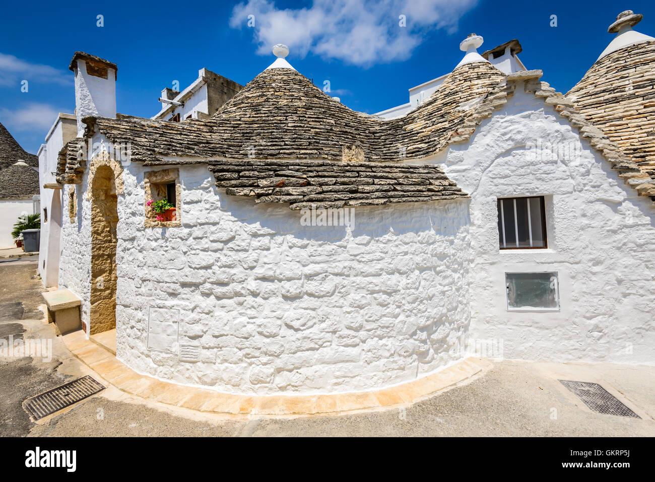 Alberobello, Italia, en la región de Apulia. Trulli exclusivas casas con techos cónicos. Trullo es una Imagen De Stock