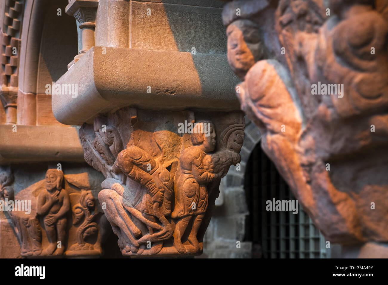 Los capitales en el monasterio de San Juan de la Peña. El arte románico, siglo XI Foto de stock