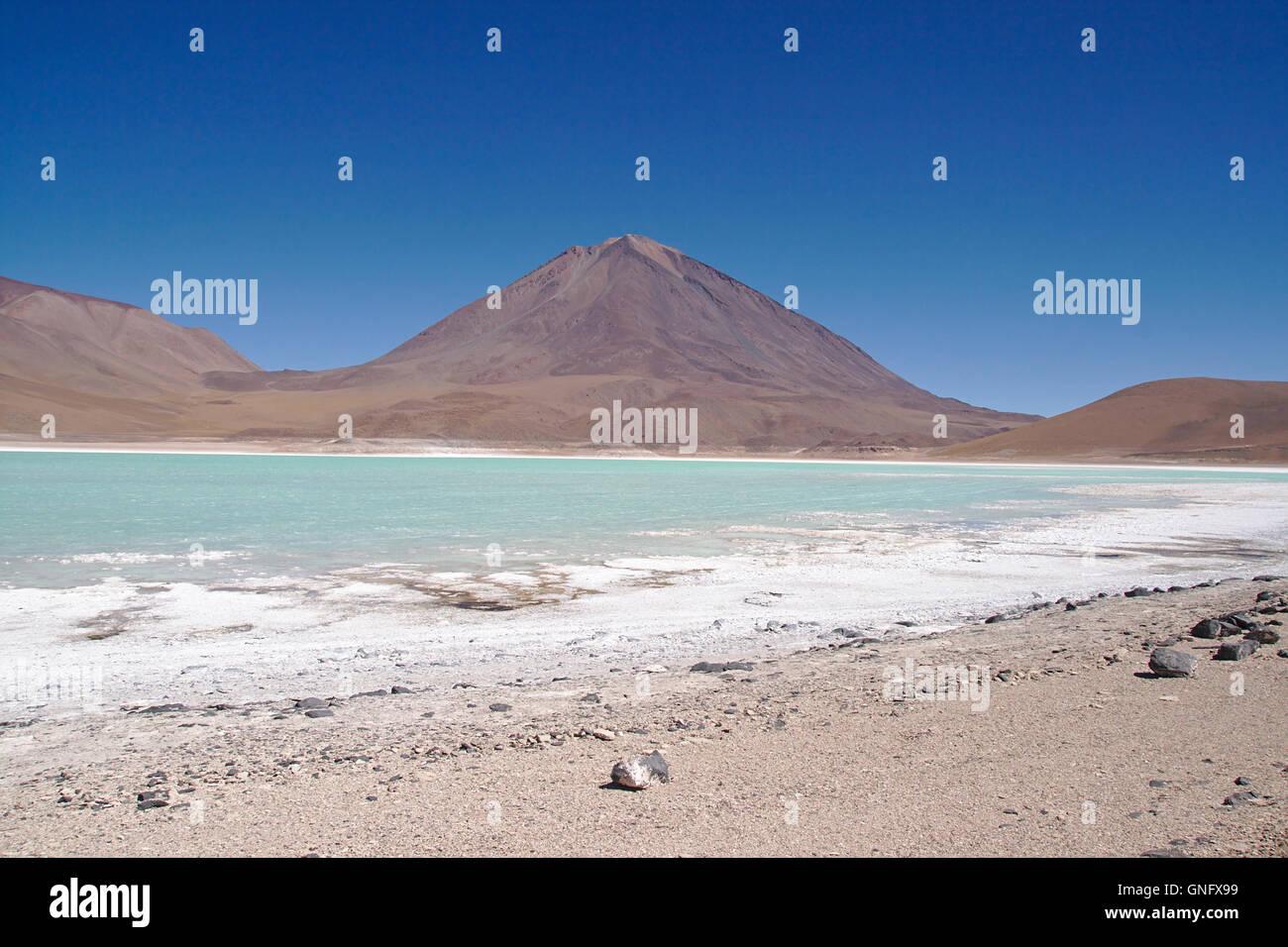 Laguna Verde (Green Lake) con sal playa y el volcán Licancabur, Bolivia Imagen De Stock