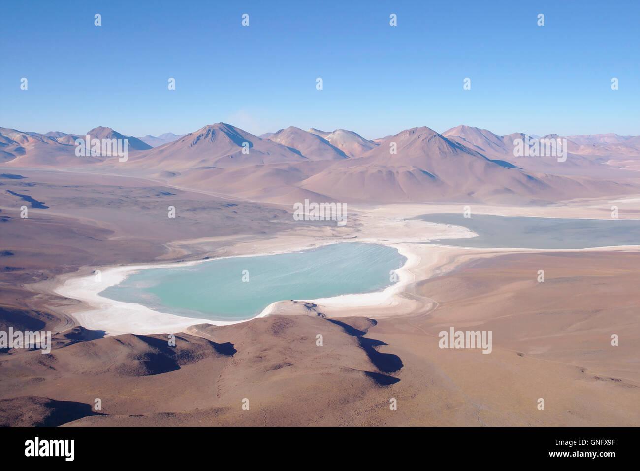 Laguna Verde (Green Lake) con sal playa y Andes de Licancabur, Bolivia Imagen De Stock
