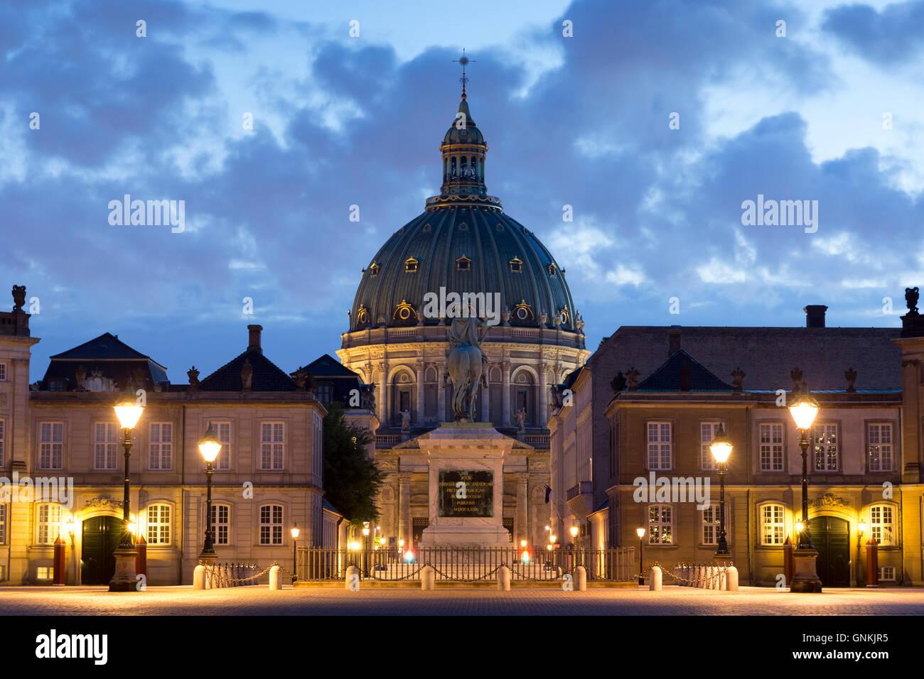 Palacio real Amalienborg, en Copenhague, Dinamarca Foto de stock