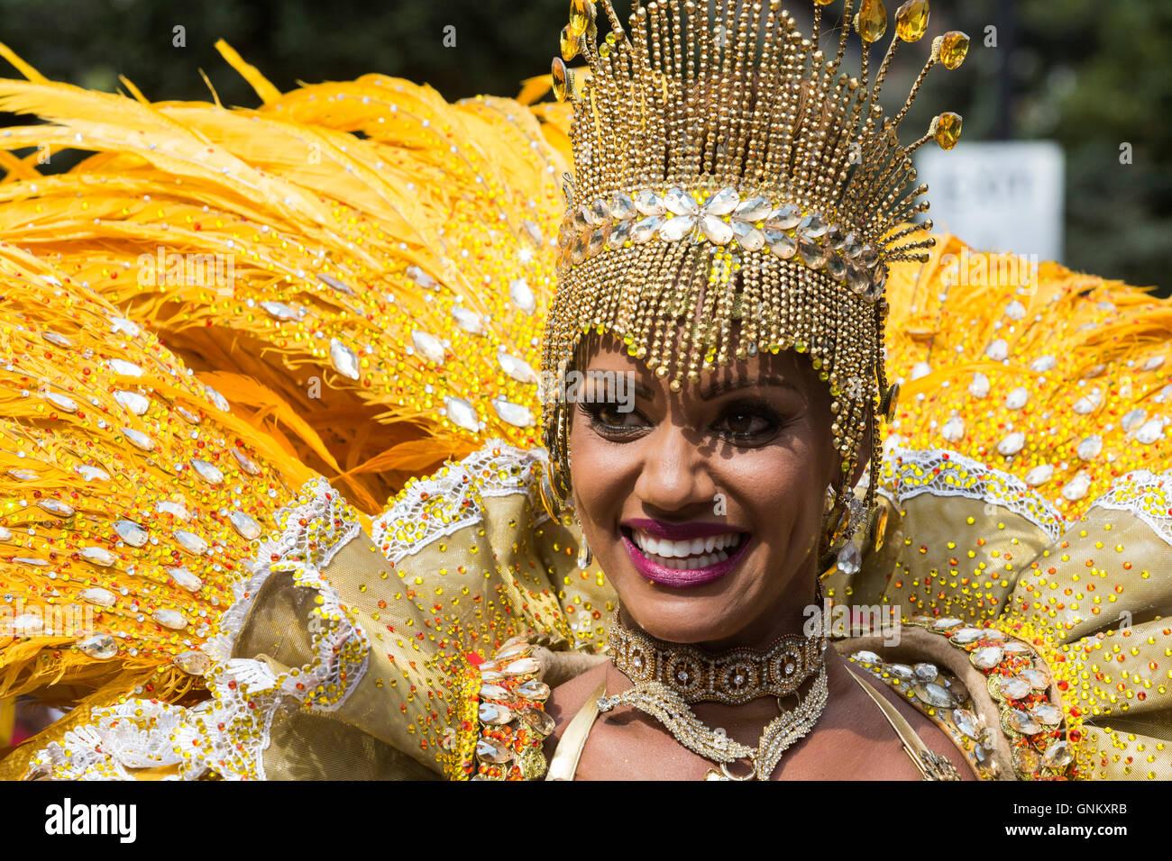Paraíso de la Escuela de Samba a desfilar en el Carnaval de Notting Hill, Londres, Inglaterra, Reino Unido Imagen De Stock