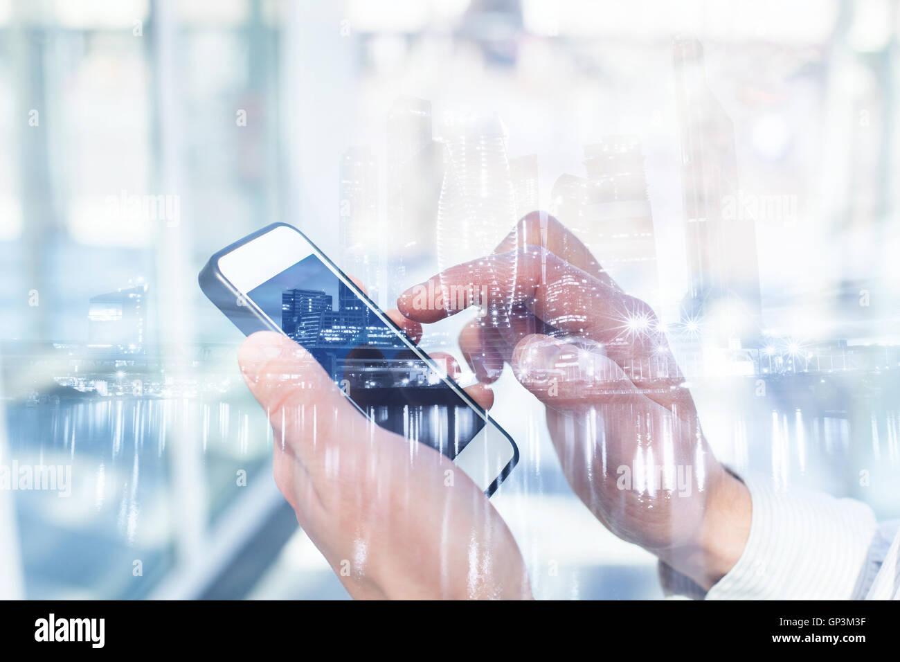 La doble exposición de la tecnología móvil. Imagen De Stock