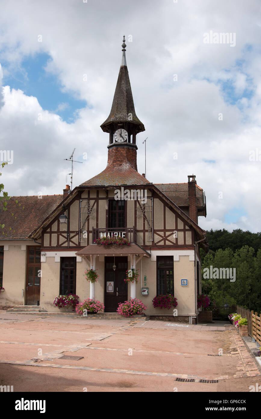 El ayuntamiento Lavault-Sainte-Anne en el departamento de Allier o fFrance Imagen De Stock