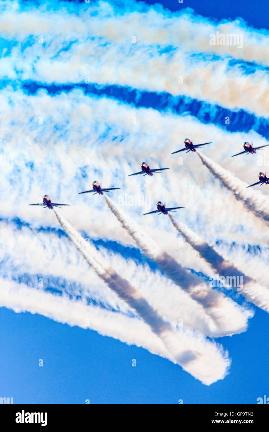 Las flechas rojas RAF acrobacias Mostrar Equipo en Eastbourne Airshow Airbourne Internacional 2016 Imagen De Stock