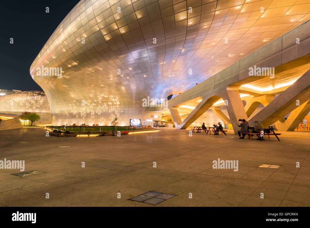 Diseño de Dongdaemun Plaza,en Seúl, Corea. Imagen De Stock
