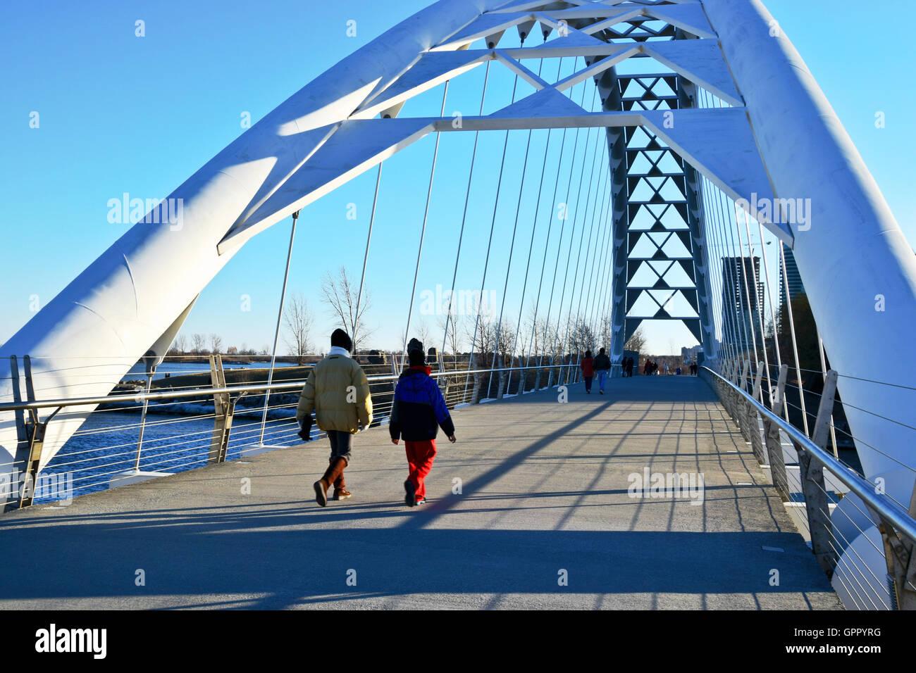 Puente peatonal. Imagen De Stock