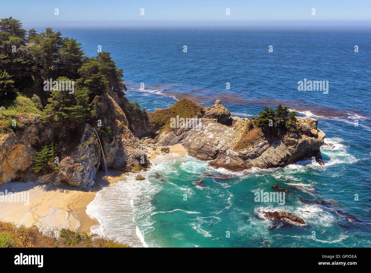 Hermosa playa y cae sobre la costa de California Imagen De Stock